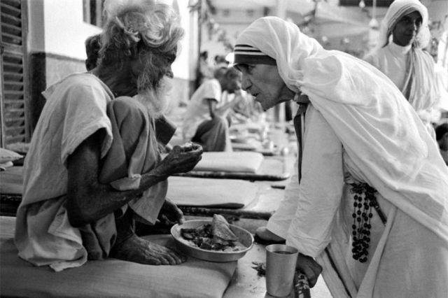 """Bulan Teresa dan Saksi Sejati """"5 Roti dan 2 Ikan"""""""